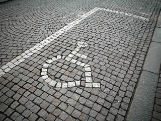 Вступают в силу новые штрафы за парковку на местах для инвалидов
