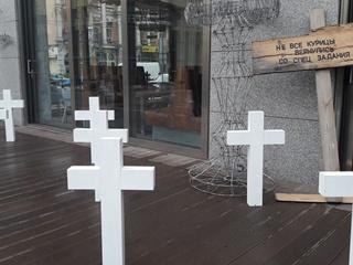Киевский ресторан убрал кресты к Хэллоуину и уволил декоратора