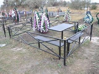 На кладбищах в Днепре запретили устанавливать столы