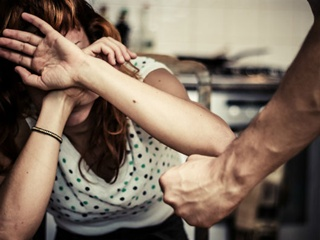 Нардеп: Украина ежегодно тратит 208 миллионов долларов на предупреждение домашнего насилия