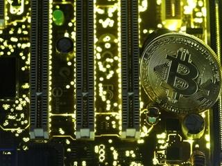 Курс биткоина впервые превысил 15 тысяч долларов