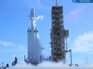 Ракета Falcon Heavy со спорткаром на борту успешно стартовала к Марсу
