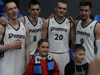 Днепр  выиграл регулярный чемпионат Суперлиги