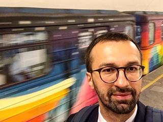 Шок! Депутат Лещенко уже год ездит в метро