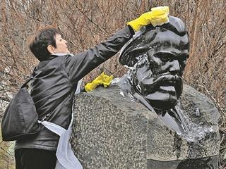 Полиция принимала Карла Маркса за вора-домушника: 200 лет назад родился автор  Капитала