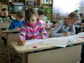 Из-за обстрелов на Донбассе разрушено более 700 школ, - ЮНИСЕФ