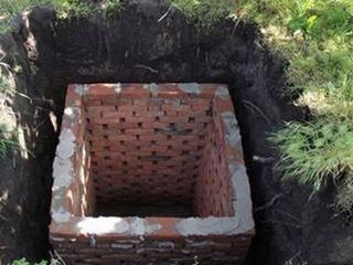 В Днепропетровской области нашли три трупа в сливной яме