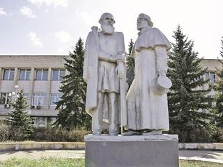 Лев Толстой хотел застрелить Тургенева на дуэли