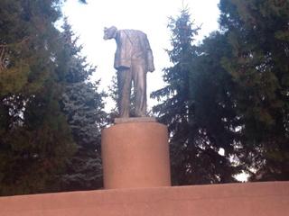 В Запорожской области Ленин простоял три года без головы