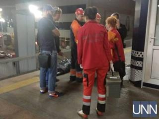 В Киеве мужчина  бросился под колеса поезда в метро