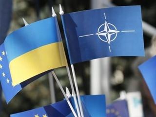 НАТО подтвердило стремление Украины в блок:  И пусть Россия Крым вернет