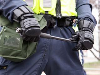 Тюремных надзирателей в Украине хотят вооружить электрошокерами