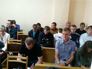 В минский суд пришли два десятка мужчин, их обманул молодой человек, представлявшийся девушкой