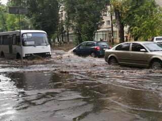 В Киеве из-за ливня затопило еще один район