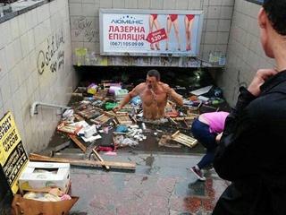 Соцсети  поместили  мэра Кличко на затопленные улицы Киева