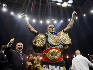 Усик выиграл 14 килограммов чемпионских драгоценностей