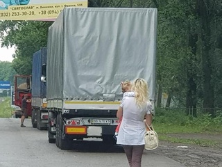Задержали женщину, которая на трассе Львов-Тернополь предоставляла секс-услуги с ребенком на руках