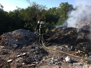 В Полтавской области горит мусорная свалка