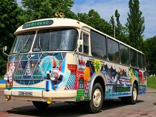 Ретро-мобили, передвижная дискотека и сладкие автобусы  - в Киеве пройдет фестиваль  На колесах