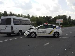 На Закарпатье столкнулись иномарка и машина патрульных