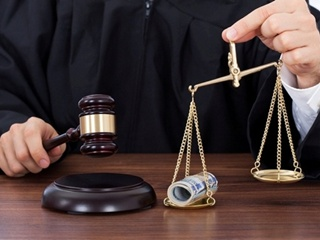 В Малайзии суд приговорил двух лесбиянок к ударам палками и штрафу