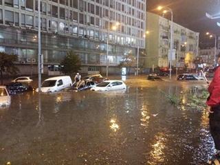 После сильного ливня центр Киева ушел под воду