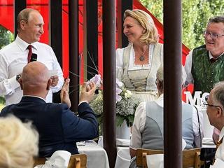 Баянист, сыгравший для австрийского министра: Разговоров о политике не было. Это ж свадьба!
