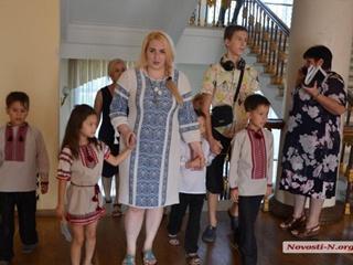 В Николаеве многодетная мать переехала жить в мэрию