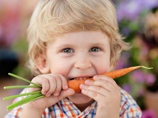 Супрун развенчала миф о вреде мониторов и пользе морковки для зрения