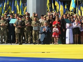 День флага в Днепре: рекордный стяг на рекордном флагштоке, извинения Президента и селфи с министрами
