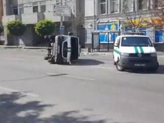 В Киеве перевернулся инкассаторский фургон
