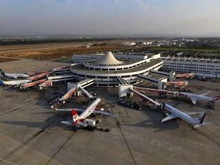 Украинские туристы  застряли  в аэропорту Анталии