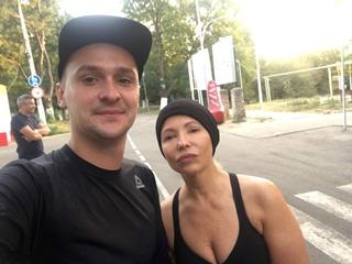 Тимошенко без макияжа и с декольте вышла на пробежку в Одессе