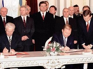 Разрыв Большого договора с Россией: Порошенко под выборы хочет стать  ястребом
