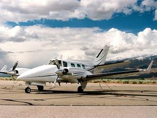Гражданский самолет упал на военную базу в США, есть жертвы