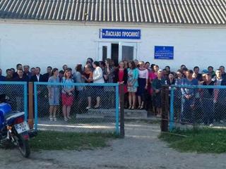 Родители из Волыни:  Пока не начнут строить новую школу, детей на уроки не пустим!