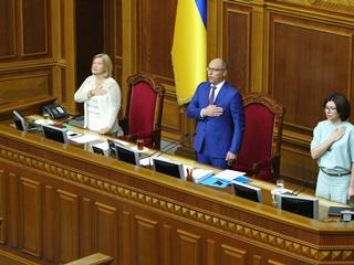 Предвыборная сессия Рады: курс на НАТО, украинизация и особый статус Донбасса