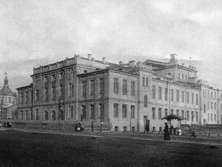 100 лет назад в Киеве смена власти не мешала театру, а театралы помогали оформлять манифестации