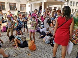 Экокатастрофа в Крыму: в херсонских селах родители не пускают детей в школу и сдают воду на анализ