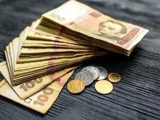 Гройсман заявил, что в 2019 году минималку поднимут до 4170 гривен
