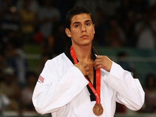 Двукратного олимпийского чемпиона пожизненно отстранили от игр за связь с 14-летней
