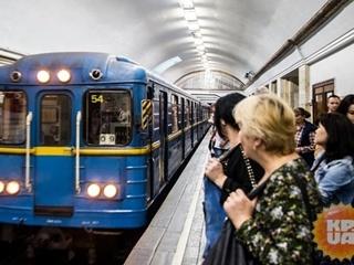 Мужчина в Киеве бросился под поезд метро