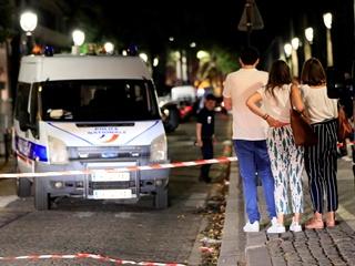 В Париже неизвестный ранил ножом семь человек