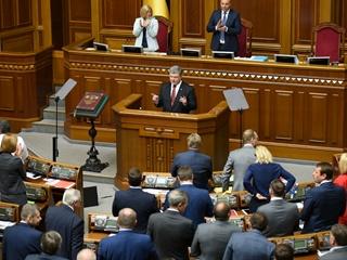 Послание президента к Верховной Раде: От Порошенко ждут правды по Минским соглашениям и конфликту с Гройсманом