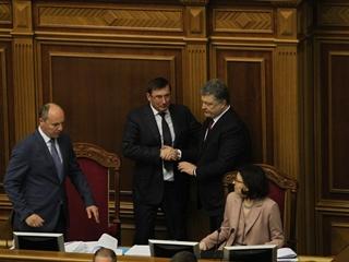 Луценко объяснил частых ночных гостей президента Порошенко