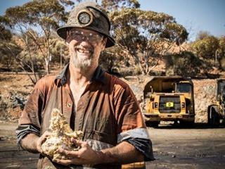 Австралийский шахтер обнаружил самородок, который содержит 70 килограммов золота