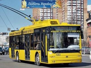 В Киеве на Кирилловской пять троллейбусов стоят в пробке