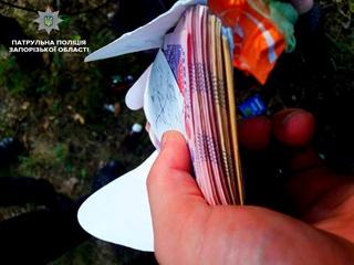 В Запорожье полиция вернула пенсионерке украденную сумку с целым состоянием