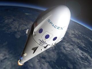 Компания Илона Маска повезет первого пассажира вокруг Луны