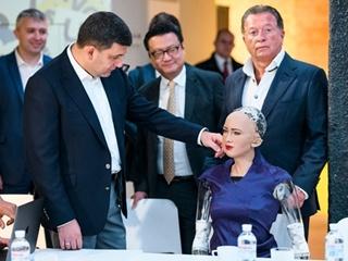 Робот София рассказала Гройсману, что она думает об Украине